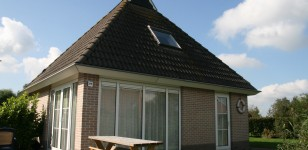 Wetter bungalow by the waterside in Friesland